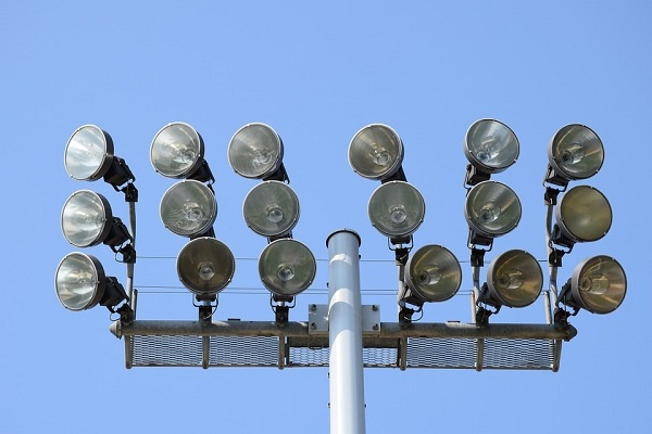 đèn chiếu sáng sân vận động